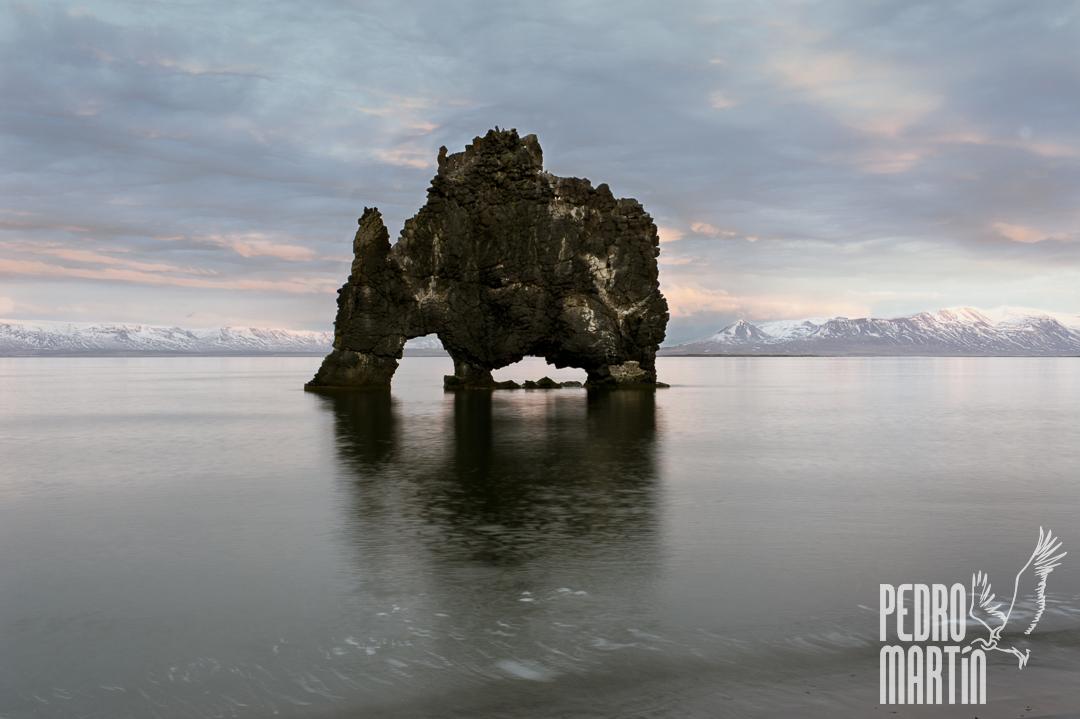 Hvitserkur. Roca zoomorfa. Península Vatnsnes, bahía Húnaflói