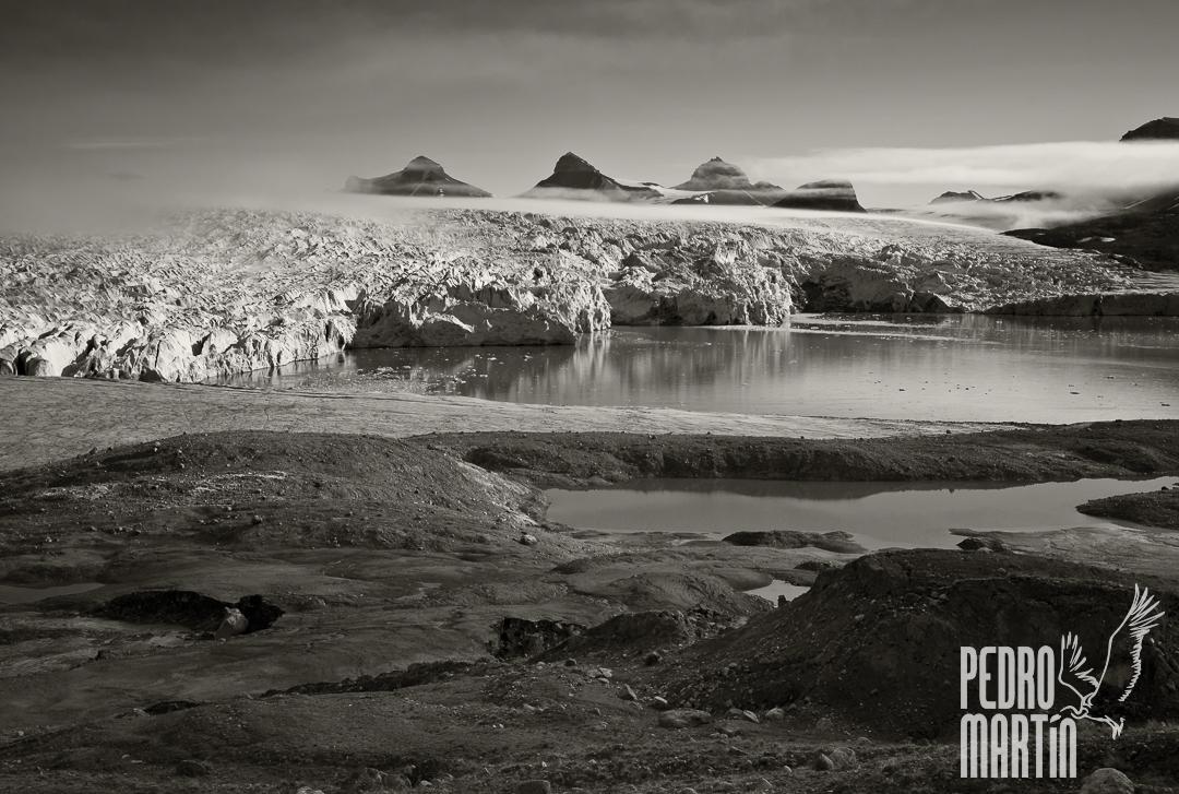 Glaciar Kronebreen y los Tre Kroner al fondo.